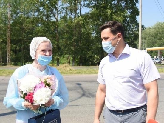 Мэр Вологды поздравил медиков на КПП с профессиональным праздником