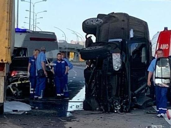 Шесть человек пострадали в ДТП с грузовиком на КАД