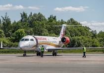 Первый самолет из Калининграда встретили в Пскове