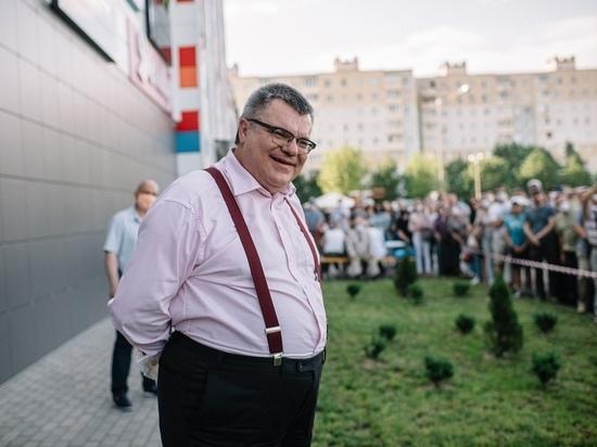 В камере кандидат в президенты Белоруссии спит на «вертолете»