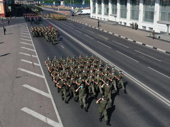 На Нижневолжской набережной накануне парада прошла репетция