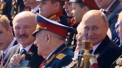 Путин. ветераны, Лукашенко: с кем сидел президент на Параде Победы