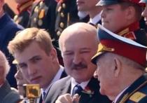 Лукашенко расплакался на параде Победы
