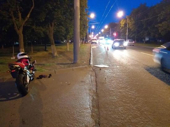В Ростове водитель мотоцикла сбил на Стачки женщину