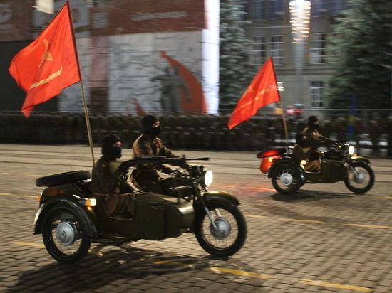 Вместо «Уралов» в параде Победы в Екатеринбурге участвовали мотоциклы украинского завода-банкрота
