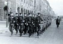 Известно, что после капитуляции Германии, после победного завершения Второй мировой, а также в первые послевоенные годы страны-победительницы устроили несколько торжественных военных шествий