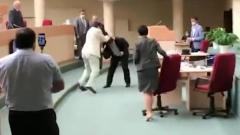 Драка саратовских депутатов с бутылками и матом попала на видео