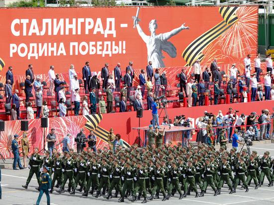 По главной площади Волгограда прошел парад Победы