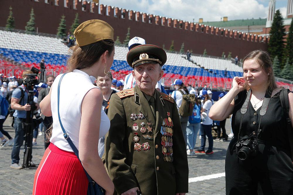 Лучшие кадры парада Победы в Москве: люди, техника, праздник