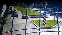 В Красноярске водитель сбил на переходе подростка на самокате