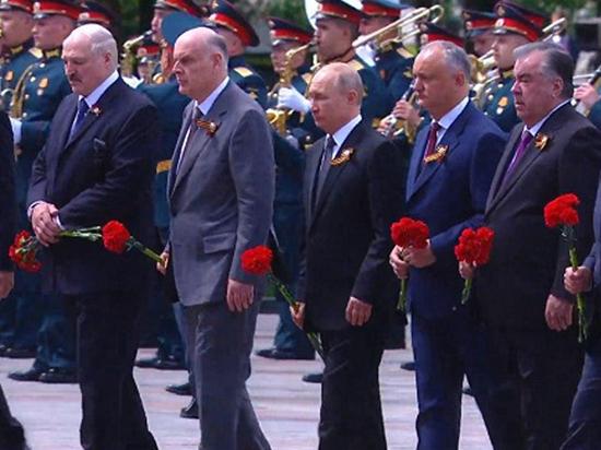 Игорь Додон возложил цветы к Могиле Неизвестного Солдата в Москве