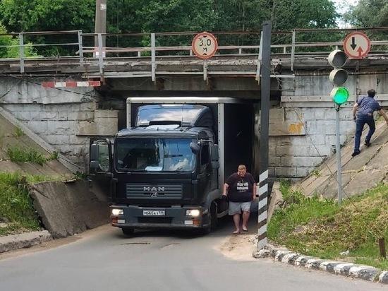 Очередная фура застряла в туннеле Обнинска