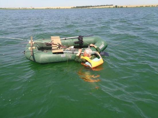 Рыбака, упавшего в воду из-за теплового удара, спасли в Ростовской области