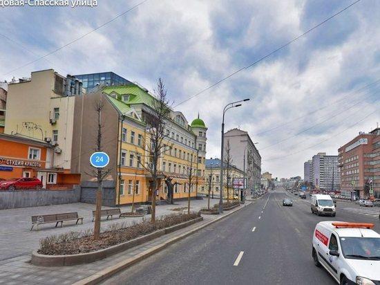 В центре Москвы 7 рабочих грозятся спрыгнуть с моста