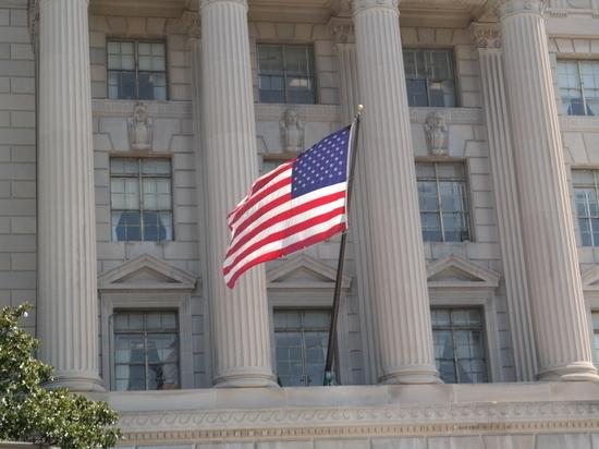 Госдепартамент США возобновляет выдачу паспортов для выезда за границу