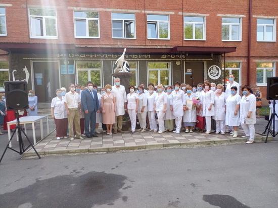 Серпуховских медработников поздравили с профессиональным праздником