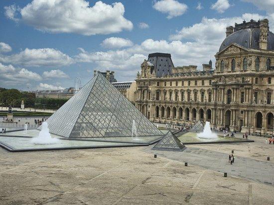 Лувр лишился 40 млн евро из-за пандемии коронавируса