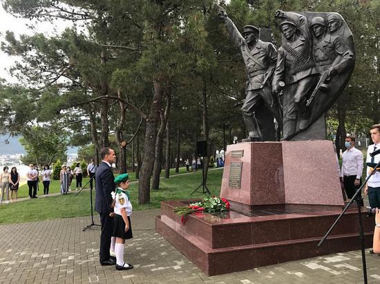 В Геленджике открыли памятник отряду майора Куникова