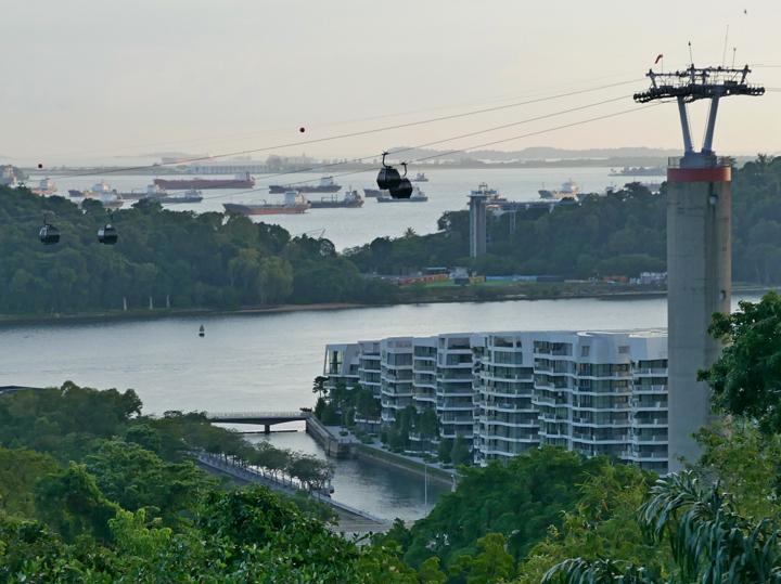 """Злоключения россиян, застрявших на яхте у Сингапура: """"Деваться некуда"""""""