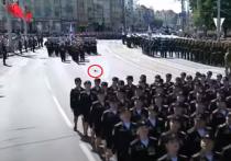 В Калининграде наградили участницу парада со слетевшей туфлей
