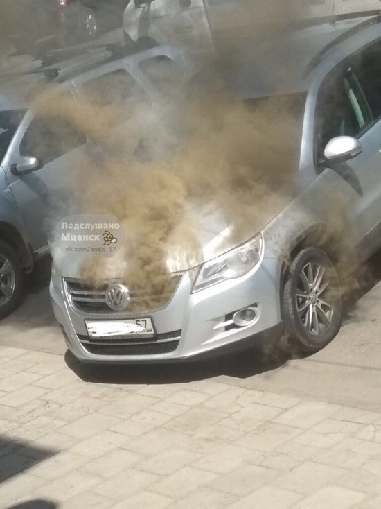Под Орлом на парковке сгорела иномарка
