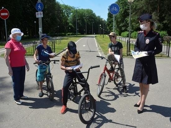 Сотрудники ОГИБДД напомнили смолянам о правилах безопасности при управлении велосипедом