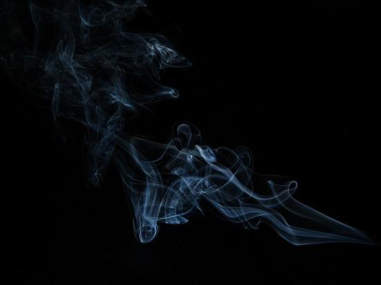 Ученые объяснили риск от курения при коронавирусе