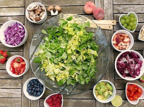 Рязанский диетолог назвала продукты, обязательные для летнего меню