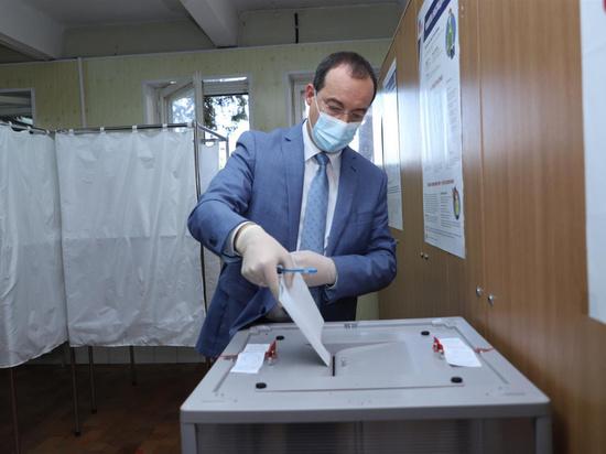 Юрий Бурлачко принял участие в голосовании по поправкам в Конституцию
