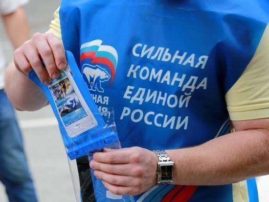 Единороссы Новосибирска передали СИЗы медикам из ковидного госпиталя
