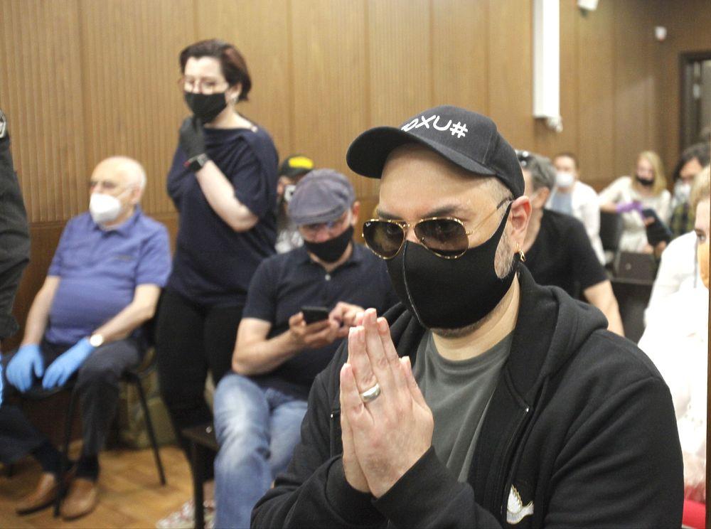 Кирилл Серебренников в суде молитвенно сложил руки: кадры приговора