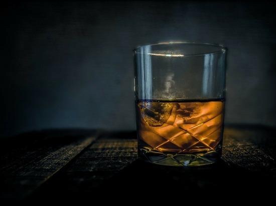 Гость московского караоке устроил поножовщину из-за 18-летнего виски