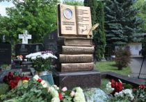 Памятник Андрею Дементьеву работы Зураба Церетели открыли в Москве