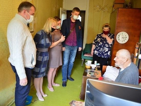 В Ялте поздравили ветерана войны со 100-летним юбилеем