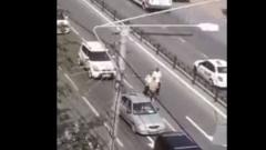 Задержание бегающего по дороге дебошира в Калуге