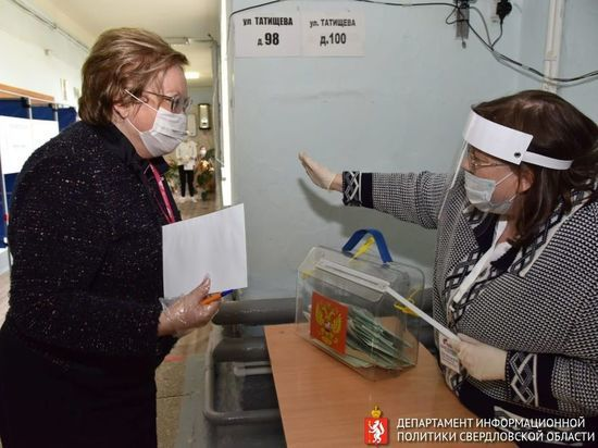Мерзлякова проверила факт задержания московского журналиста в УИК Екатеринбурга