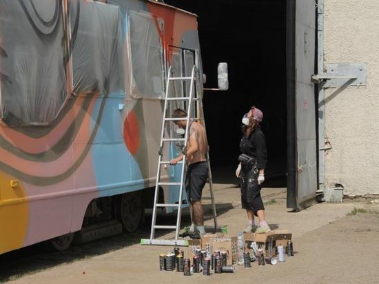 В День молодёжи новосибирские художники вдохнули в трамваи новую жизнь