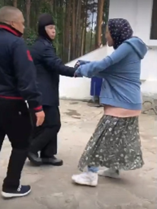 Собчак опубликовала видео нападения в Среднеуральском монастыре