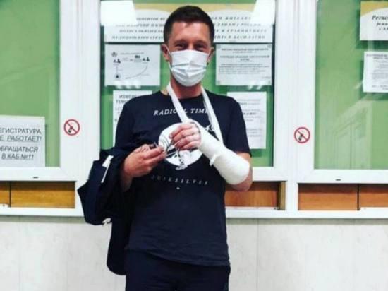 Собчак заявила о переломе руки у ее режиссера после нападения