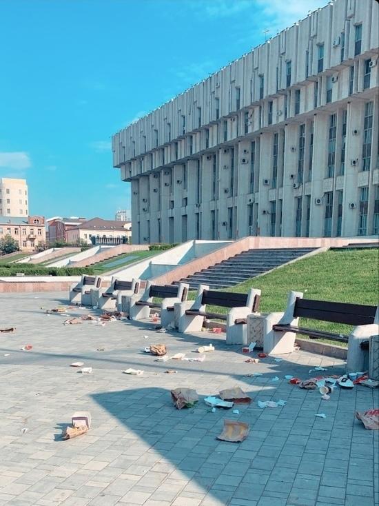 Туляки загадили площадь Ленина упаковками фастфуда