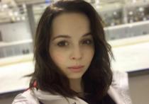 Бетина Попова, которой пришлось оставить фигурное катание, когда ее организм перестал выдерживать нагрузки, призналась, что жалеет о тех радостях, от которых ей приходилось отказываться в детстве и юности ради тренировок.