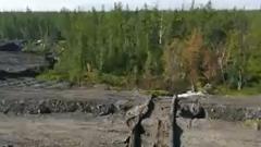 Слив загрязненной воды в тундру под Норильском сняли на видео