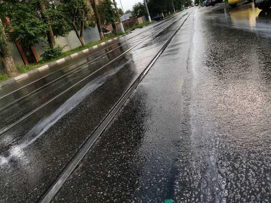 В Туле по улице Тимирязева текут ручьи пены