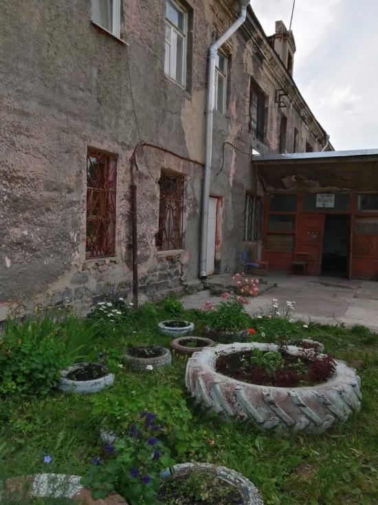 Алтайская академия гостеприимства выселяет на улицу пенсионера МВД