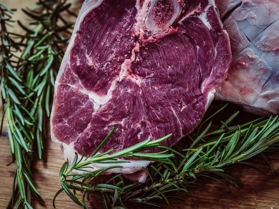 Баранину и говядину заподозрили в пекинской вспышке коронавируса на рынке
