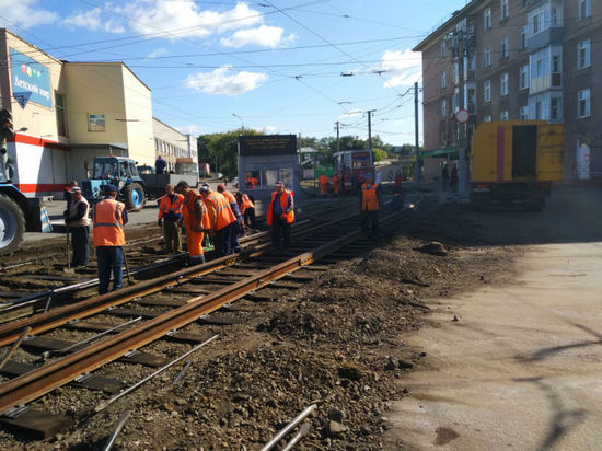 Несмотря на распространение коронавирусной инфекции, в Омске продолжается ремонт трамвайных путей