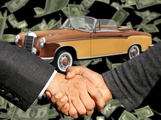 Продажи автомобилей в Петербурге в мае упали на 61 процент