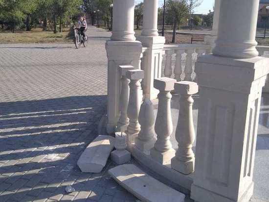 В Астрахани вандалы вышли из самоизоляции и отправились крушить город