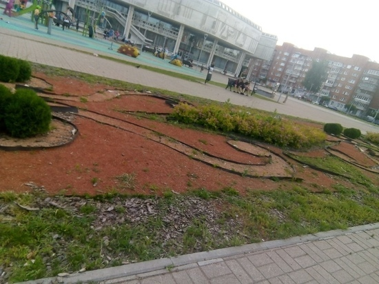 Разруха в центре Ярославля: в столице «Золотого кольца» не включили фонтаны и не посадили клумбы