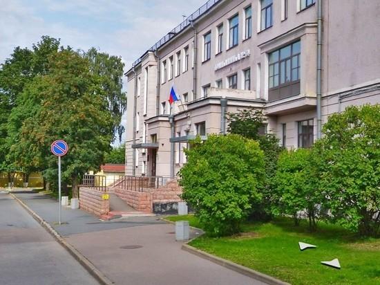 В Кронштадте с ковидных выплат медикам незаконно удержали налог